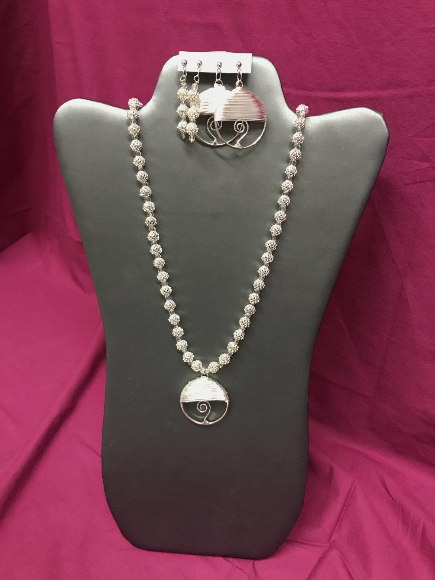 336 Silver necklace & earrings
