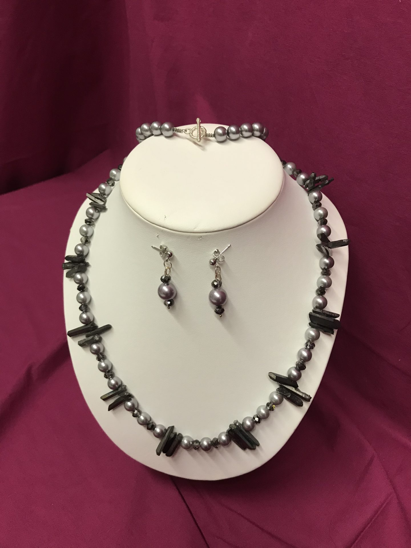 337 Pewter Pearl Necklace & Earrings